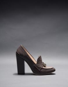 zapato-berna-en-charol-topo-y-piel-brocada-metalizada
