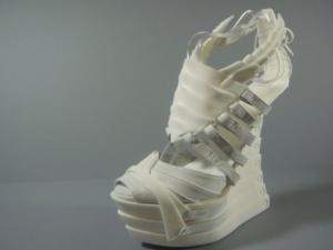 Exoskeleton-3D-printed-shoes-alien-look-3