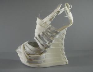 Exoskeleton-3D-printed-shoes-alien-look-4